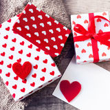 Valentines day  Gift box with red bow ribbon, paper and hearts o Stock Photography