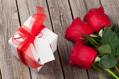 Valentines day gift box and red roses Royalty Free Stock Photos