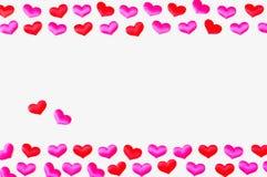 valentines st сердца дня предпосылки белые Красные и розовые сердца на белой деревянной предпосылке, космосе для текста Стоковые Изображения