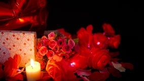 Valentingarneringlängd i fot räknat av blomman, gåvaaskar, ballon och stearinljusbränningen lager videofilmer