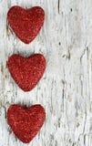 Valentinhjärta på det gammala trät Royaltyfria Foton