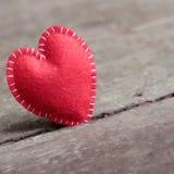 Valentinhjärta som är ensam, valentindag, februari 14 Arkivbild