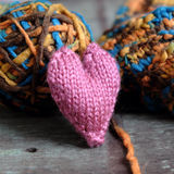 Valentinhjärta som är ensam, valentindag, februari 14 Fotografering för Bildbyråer