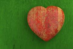 Valentinkort. Röd hjärta på gräsplan Arkivbild