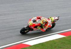 Valentino Rossi en la acción en Sepang, Malasia Fotos de archivo