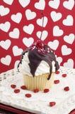 Valentinsgruß-Eiscremebecher-kleiner Kuchen Lizenzfreie Stockbilder