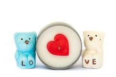 Valentinsgruß-Herz-Kerzen mit keramischer Bärnliebe Lizenzfreies Stockfoto