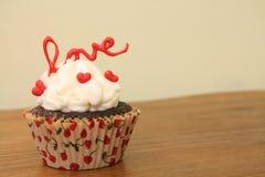 Valentinsgruß-Liebes-kleiner Kuchen Stockfotografie
