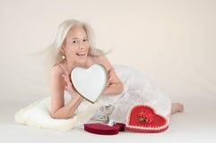 Valentinsgruß-Meldung-Mädchen Lizenzfreie Stockfotos