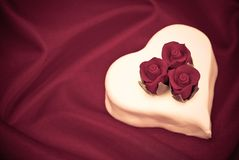 Valentinsgruß-Rose-Kuchen Stockbild