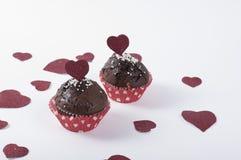 Valentinsgruß ` s Muffins mit gefunkelten Herzen Lizenzfreies Stockfoto