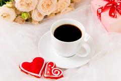 Valentinsgruß `s Tag Hochzeit, Mutter ` s Tag Ein Tasse Kaffee Stockbilder