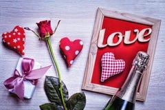 Valentinsgruß ` s Tag, Postkarte, Herzen, Rosen, dekorativer Rahmen, Geschenk Lizenzfreie Stockbilder