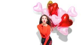 Valentinsgruß `s Tag Schönheitsmädchen mit den bunten Luftballonen, die Spaß haben lizenzfreie stockfotografie