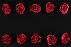 Valentinsgruß ` s Tag - zwei Reihen von Rosen Lizenzfreie Stockfotos