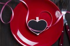 Valentinsgruß ` s Tagesherz auf einer Platte Stockbilder