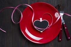 Valentinsgruß ` s Tagesherz auf einer Platte Stockfotografie
