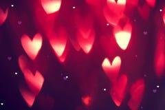 Valentinsgruß ` s Tageshintergrund Feiertagshintergrund mit roten glühenden Herzen vektor abbildung