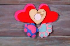 Valentinsgruß ` s Tageshintergrund mit Herzen und mit Fotos Stockfotografie