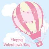 Valentinsgruß ` s Tagesillustration mit netten Paaren trägt im rosa Heißluftballon auf Himmelhintergrund Stockfoto