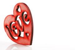 Valentinsgruß ` s Tageskarte - rotes Herz mit dem Wort Lizenzfreie Stockfotos