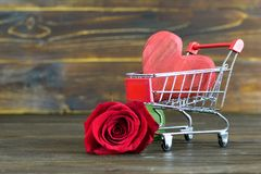 Valentinsgruß-Tageseinkaufen stockfotos