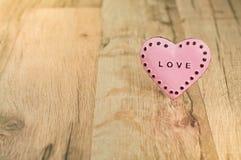 Valentinsgruß-Tagesherz mit Aufschrift Lizenzfreie Stockfotos