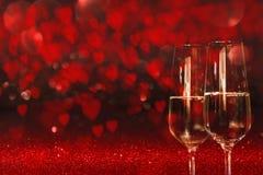 Valentinsgruß-Tageshintergrund mit Champagner Lizenzfreie Stockfotografie