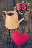 Valentinsgruß-Tageshintergrund mit Herzen und Blume Lizenzfreies Stockfoto