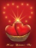 Valentinsgruß-Tageskarte mit Herzen in einem Weidenkorb Lizenzfreie Stockfotos