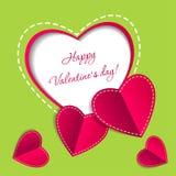 Valentinsgruß-Tageskarte mit Papierherzen Stockbild