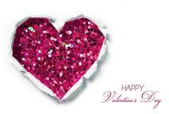 Valentinsgruß-Tageskarte. Papierloch in Form zerrissen vom Herzen Stockfoto