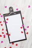 Valentinsgrußhintergrund mit Inneren und Blumen Lizenzfreie Stockfotos