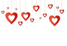 Valentinsgrußhintergrund mit roten Herzen mit den Löchern, die an einem Scharlachrot hängen, verlegen oben vektor abbildung
