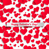 Valentinsgrußillustration, rote Papierherzen auf weißem Hintergrund, Grußkarte Stockfotografie