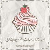 Valentinsgrußkarte mit Erdbeerkleinem kuchen Stockfotografie