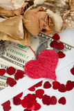 Valentinsgrußkonzept mit Herzen, trockene Rosen und Lizenzfreies Stockbild