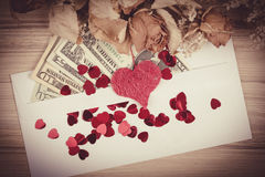 Valentinsgrußkonzept mit Herzen, trockene Rosen und Stockfotografie