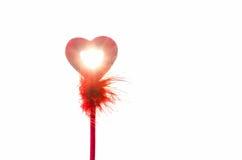 Valentinsgrußliebessymbol gegen helles Sonnenlicht Stockfotografie