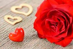 Valentinsgrußtag im Romance mit Rosafarbenem und Herzen Stockfotos