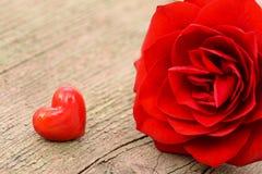 Valentinsgrußtag im Romance mit Rosafarbenem und Herzen Stockbilder