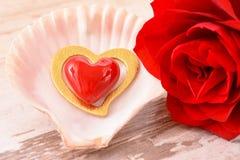 Valentinsgrußtag im Romance mit Rosafarbenem und Herzen Stockbild
