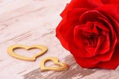 Valentinsgrußtag im Romance mit Rosafarbenem und Herzen Stockfotografie