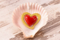 Valentinsgrußtag im Romance mit rotem Herzen Stockfotografie