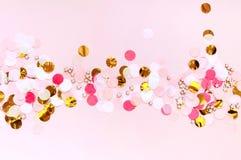 Valentinsgrußtag, lieben rosa Grußhintergrund Ebene legen mit buntem Punktmuster stockfotografie
