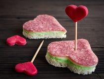 Valentinsgrußtagesaperitifs auf hölzernem Hintergrund lizenzfreie stockfotos