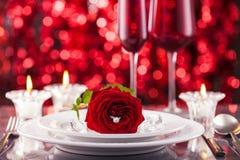 Valentinsgrußtagesgedeck lizenzfreies stockbild
