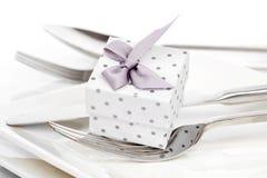 Valentinsgrußtagesgedeck mit romantischer Geschenkbox, Stockfoto