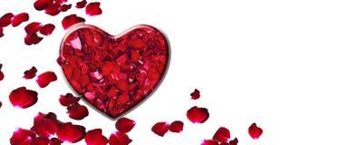 Valentinsgrußtagesgeschenkkartenhintergrund, stieg Blumenblätter im Herzen lizenzfreie stockbilder