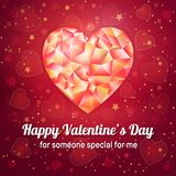 Valentinsgrußtagesgrußkarte mit niedrigem poligonal Herzen Stockfotografie